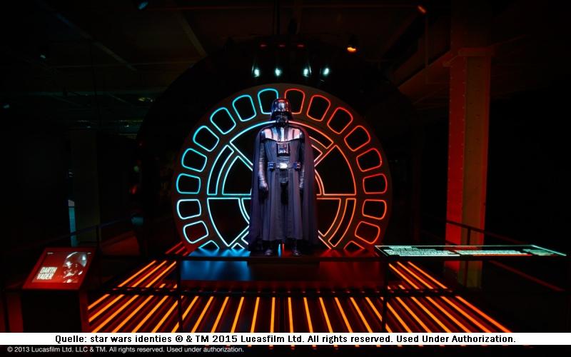 Darth Vader Figur auf der Star Wars Identities Ausstellung