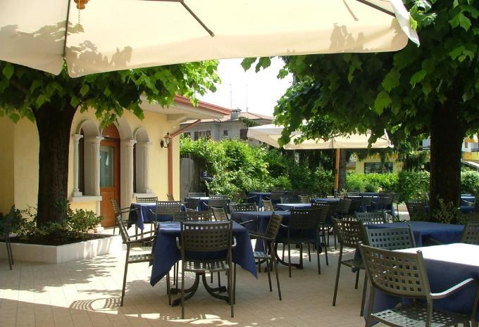 Hotel Gardenia Sirmione Gardasee Terasse