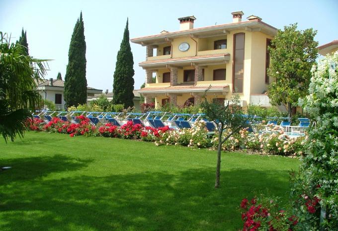 Hotel Gardenia Sirmione Gardasee Aussenansicht