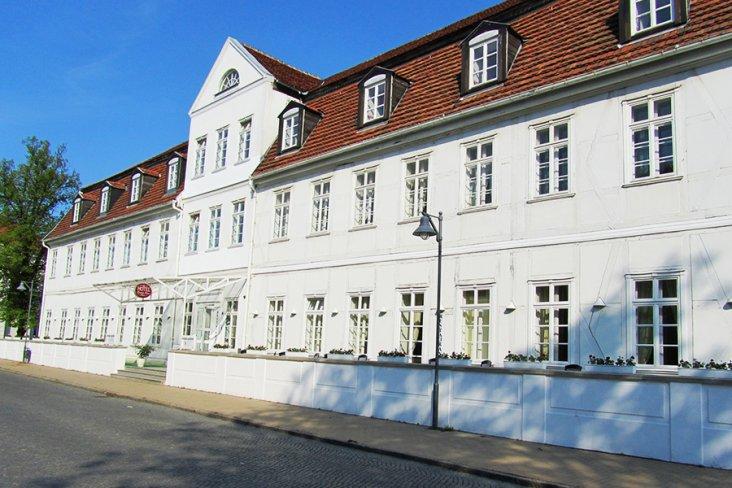 Aussenansicht Hotel Friedrich Franz Palais Bad Doberan Ostsee