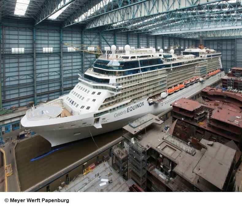 Kreuzfahrtschiff in der Meyer Werft Papenburg