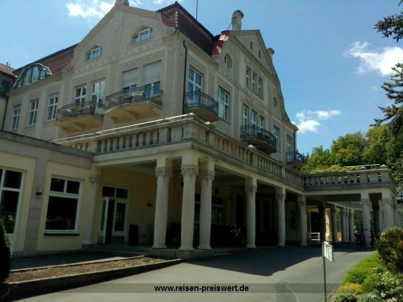 Eingang Hotel Badehof Bad Salzschlirf