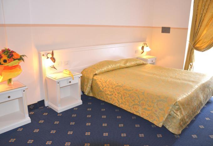 Doppelzimmer im Hotel Royal in Riva del Garda