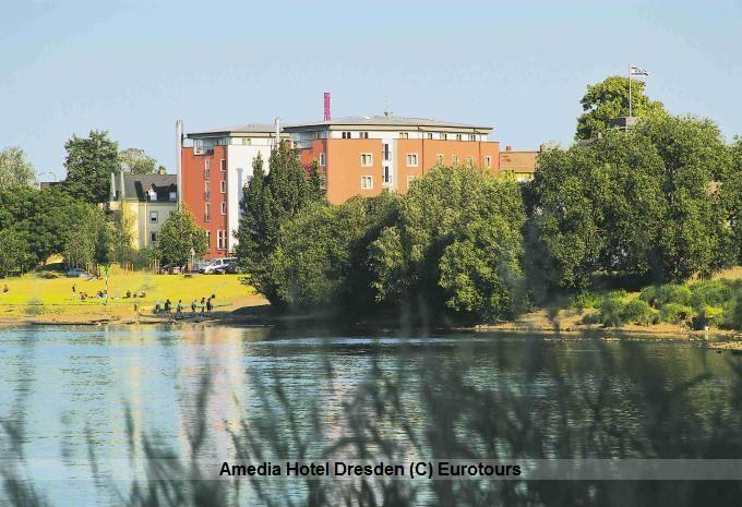 Das Amedia Hotel Dresden Aussenansicht - Lage and er Elbe