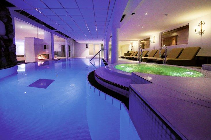 Wellness im Hallenbad St. Peter Hotel & Chalets Seefeld Tirol