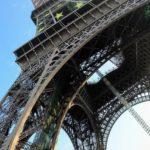 Eifelturm und Hotel in Paris Frankreich im Deal