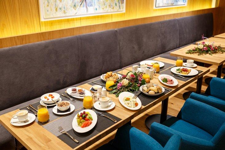 Frühstück im Urlaub im Grand Hotel Suhl