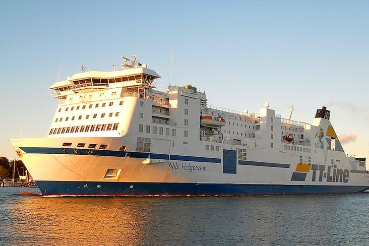 Fähre von Minikreuzfahrt von Travemünde nach Trelleborg in Schweden - Außenansicht